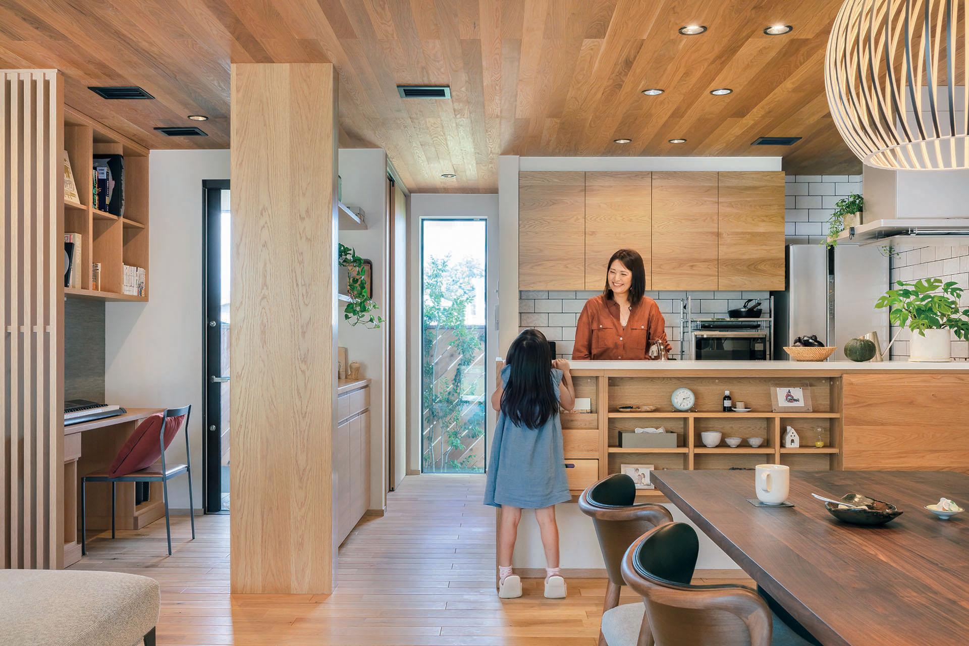 木質感あふれるキッチン